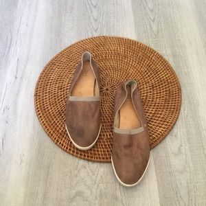 Frye Leather Flats Size 7 M GRY